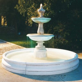 Fontana Ginevra - Italian tiered water fountain with tiered centre and plain surround bowl.